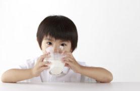 Sữa phát triển chiều cao cần bổ sung nhiều Canxi và Vitamin D