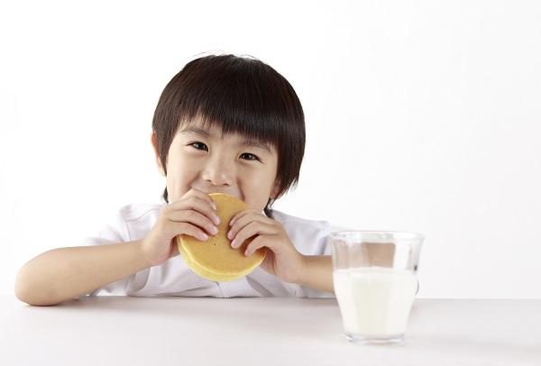 Các loại sữa phát triển chiều cao và trí não cho bé đều có đầy đủ các dưỡng chất thiết yếu