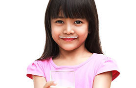 Ngoài nước ép trái cây, loại sữa nào cung cấp dinh dưỡng tốt nhất cho bé?