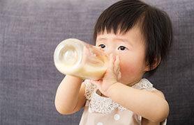 Sữa mẹ và sữa bột cho bé có thể sử dụng song song được không?