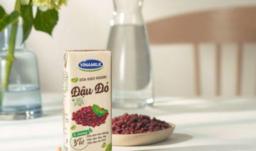 Sữa đậu nành Đậu đỏ Vinamilk – bí quyết làm đẹp của phụ nữ bận rộn