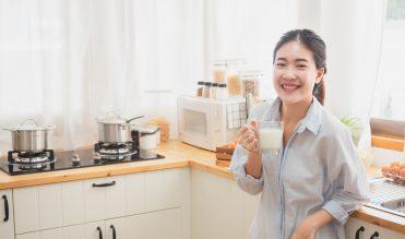 Khỏe đẹp từ bên trong với sữa thực vật – Xu hướng của phụ nữ hiện đại